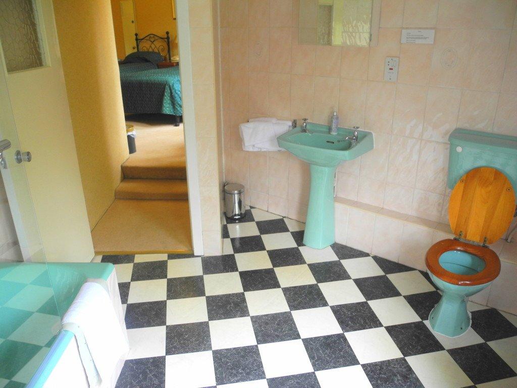 Bathroom at Kirklee Hotel