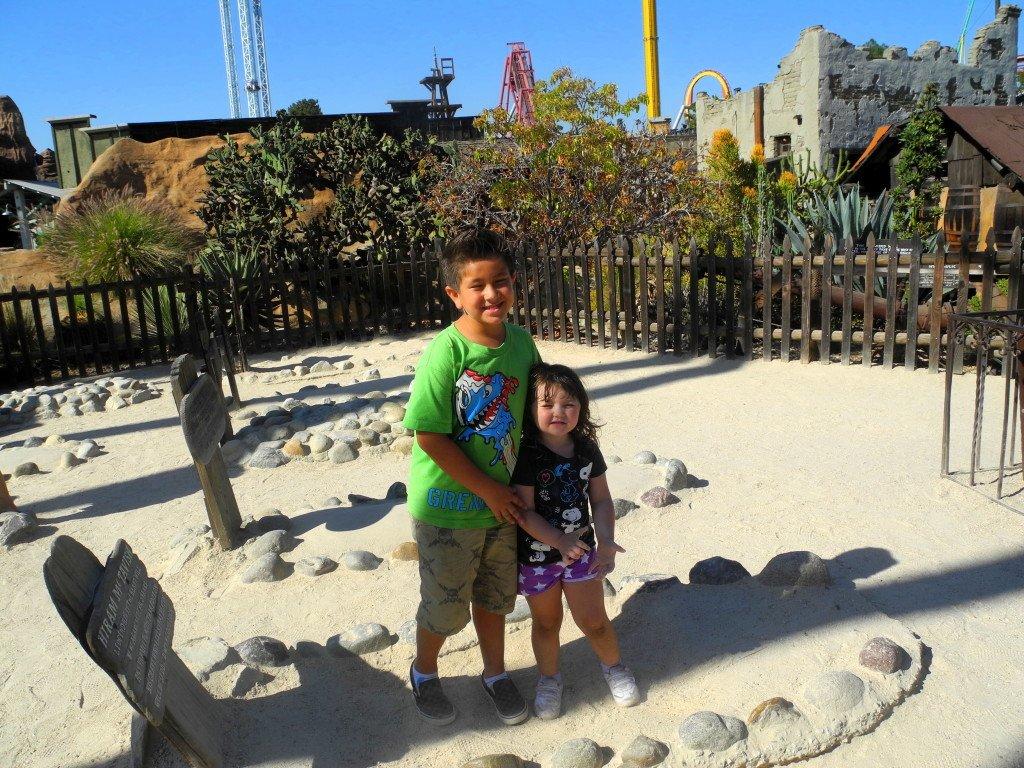 Knott's Berry Farm Graveyard with Kids
