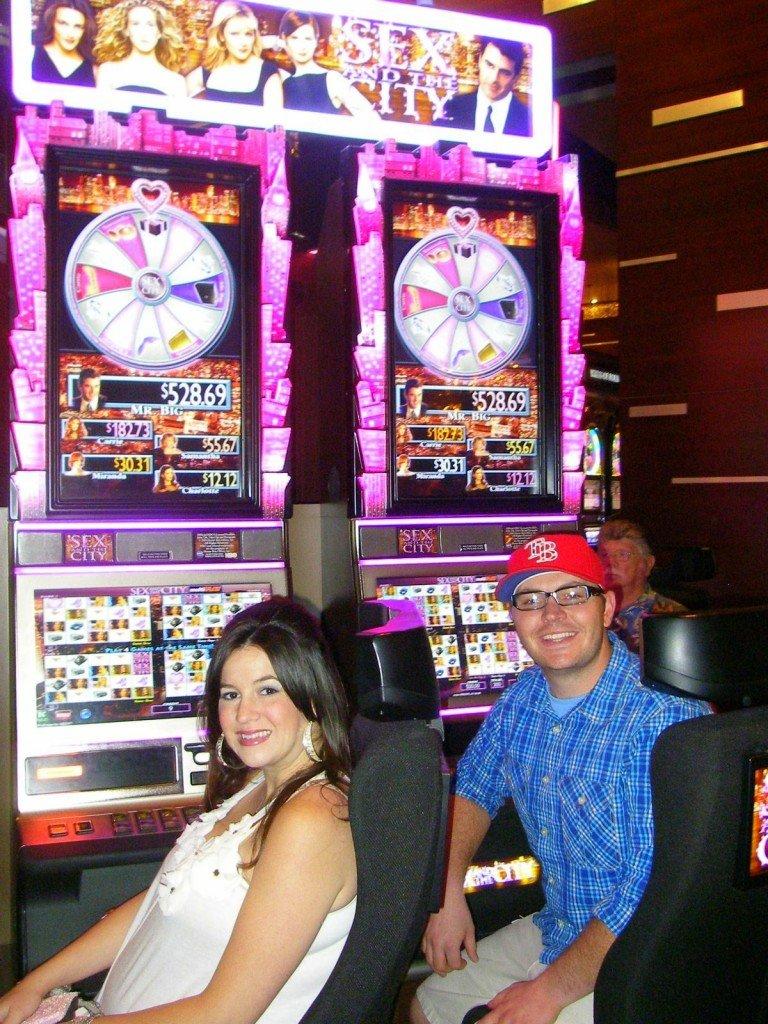 Pregnant playing slot machine Vegas