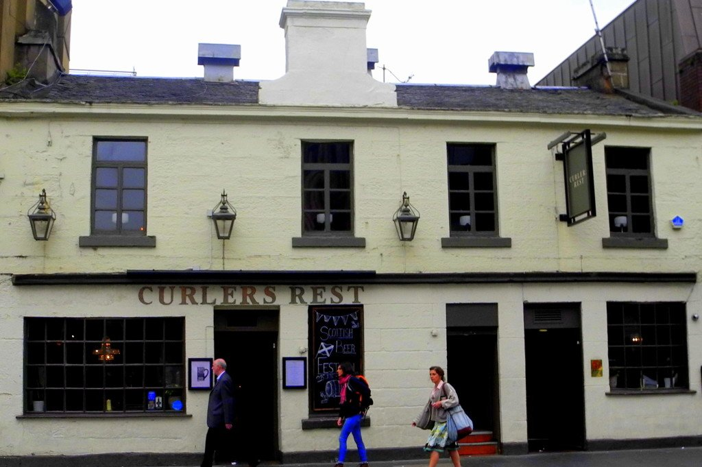 Curlers Rest bar Glasgow