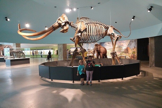 La Brea Tar Pits Kids at mammoth skeleton