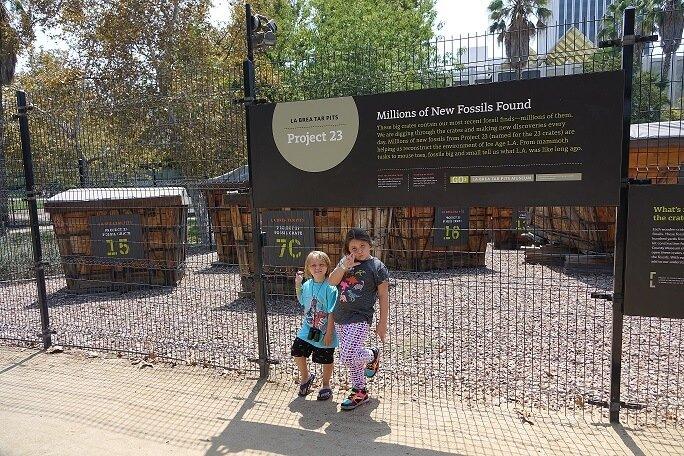 La Brea Tar Pits Kids exploring Fossils