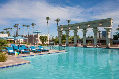 Luxor Family Pool in Vegas
