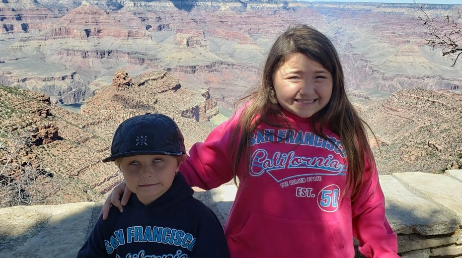 Funny kids at Grand Canyon