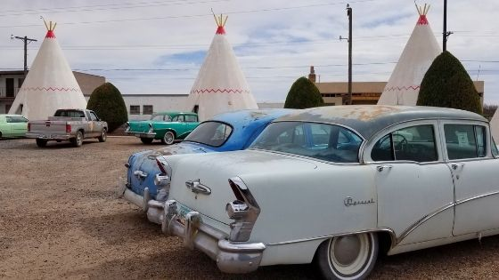 Classic cars at Wigwam Motel Route 66