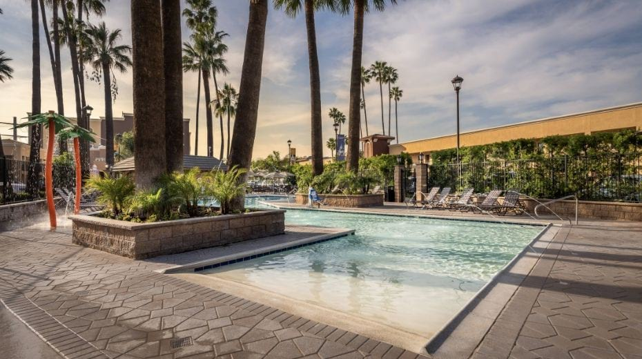 hotel kids pool near Disneyland with splash pad