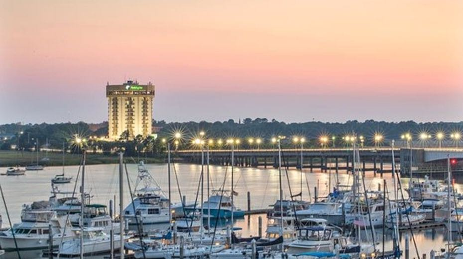 Holiday Inn Charleston Riverview Hotel for Families