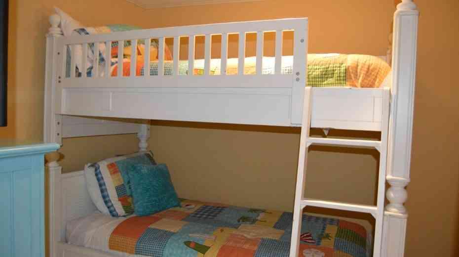 Fun bunk room at the family friendly Emerald Grande in Destin Fl