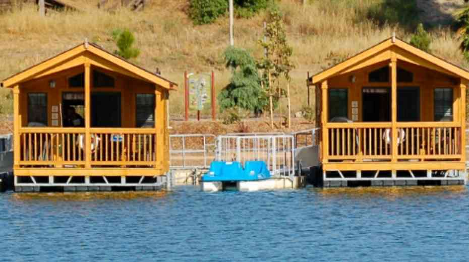 Floating glamping cabins in San Diego Santee Lakes Recreation Preserve