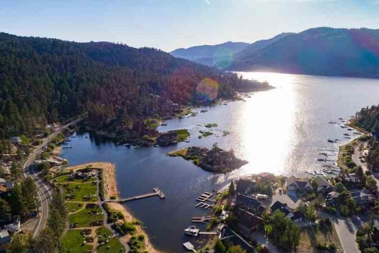 Best Big Bear Airbnb rentals that are spacious and near the village, the lake and Snow Summit